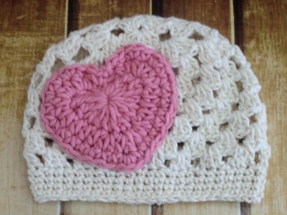 Crochet hat pattern heart applique beanie
