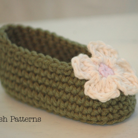 easy crochet pattern baby booties slippers and flower