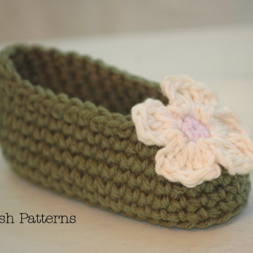 Easy Crochet Pattern Baby Booties & Flower | Baby Slippers