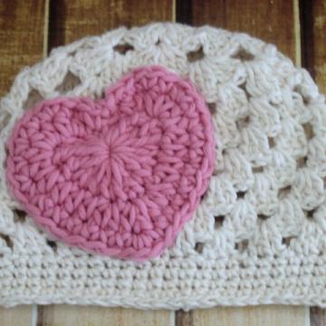 Crochet Hat Pattern | Heart Applique Beanie